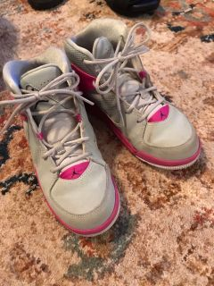Jordan mid top tennis shoes