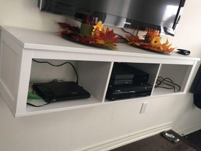 Wooden floating tv console shelf (excellent condition)