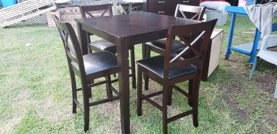 NICE TABLE AND BAR STOOL CHAIRS