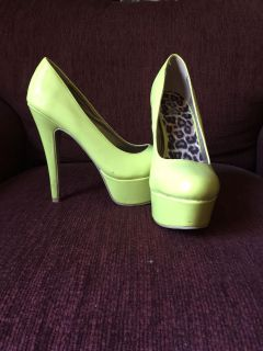 Size 7 lime green heels