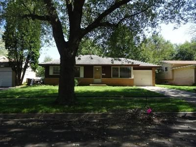 1 Bath Preforeclosure Property in Elgin, IL 60120 - Algonquin Dr