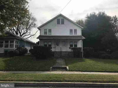 INVESTOR ALERT! Check out this 3 story duplex in the heart o