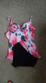 NEW 2 piece women's bathing suit. Fits Large/XL. Please try on.