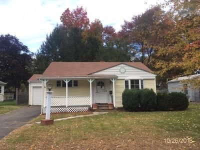 2 Bed 1 Bath Foreclosure Property in Windsor, CT 06095 - Taylor St