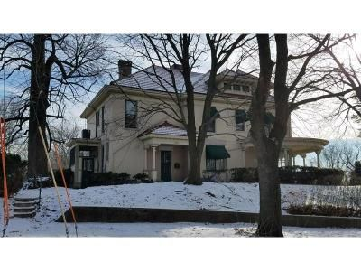 5 Bed 4.5 Bath Foreclosure Property in Davenport, IA 52802 - Brown St