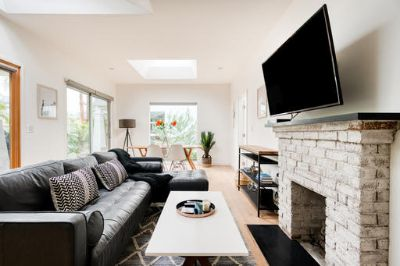 $7110 1 apartment in West Los Angeles