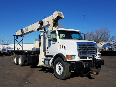 2006 Sterling LT7500 2006 National 800D 100' Crane