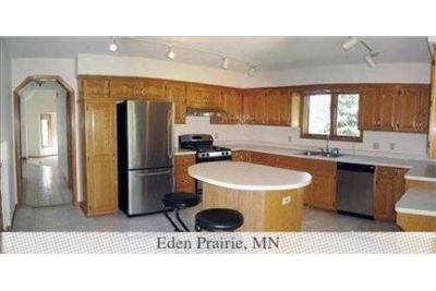 Spotless 4 bedroom home with 4 bathrooms. Washer/Dryer Hookups!