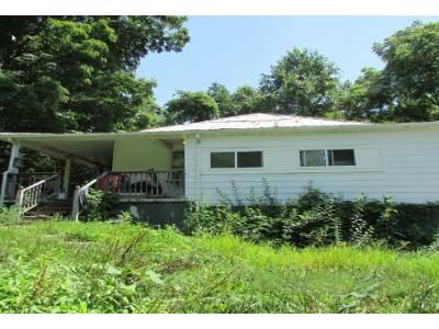 3 Bed 1.5 Bath Foreclosure Property in Castlewood, VA 24224 - Gravel Lick Rd