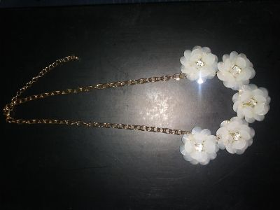 Gold LIKE necklace w/white flowers