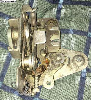 211837016F NOS 66-67 Bus Front Door Lock Mechanism