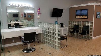 Salon Stylist Booth Chair Rental