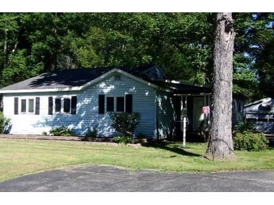 3 Bed 1 Bath Foreclosure Property in Menominee, MI 49858 - St Hwy M35