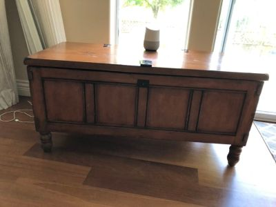 Coffee table/chest with storage