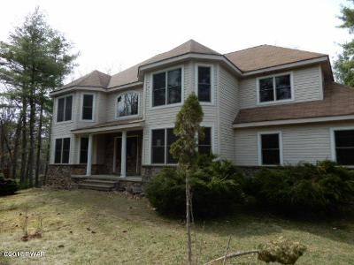 3 Bed 3 Bath Foreclosure Property in Hawley, PA 18428 - East Wood Circle