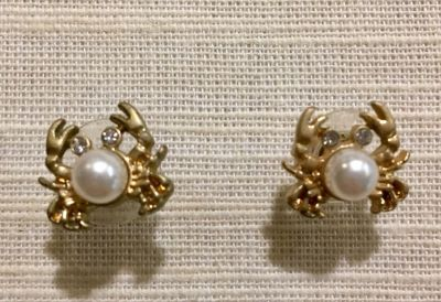 LILLY PULITZER PINCH PINCH CRAB EARRINGS.