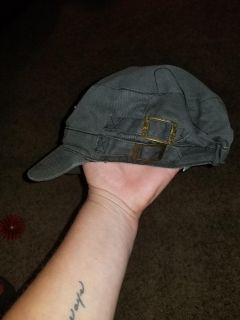 Womens gray vintage distressed hat..like new!