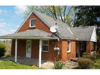 3 Bed 2 Bath Foreclosure Property in Irwin, PA 15642 - Peach Way