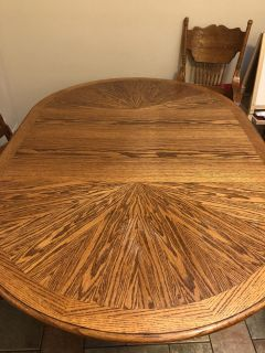 Dinning room table and chairs. (Seating for 5)