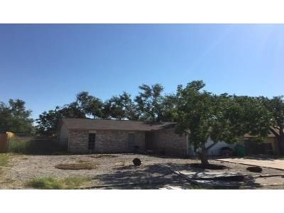 3 Bed 2 Bath Foreclosure Property in Aransas Pass, TX 78336 - Pelican Ave