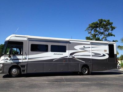 2006 Winnebago Adventurer 37B