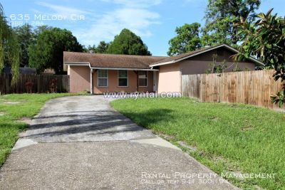 3 Bed, 2 Bath Home in Sarasota with plenty of parking!