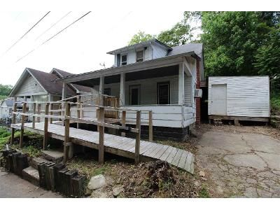 3 Bed 1 Bath Foreclosure Property in Huntington, WV 25705 - Priddie St