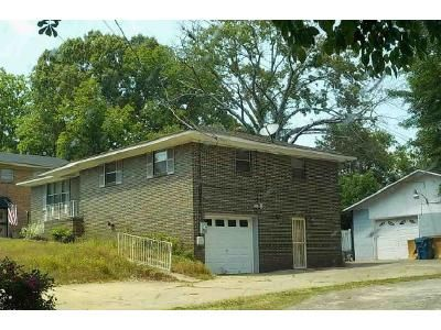 3 Bed 2 Bath Foreclosure Property in Birmingham, AL 35228 - Oak St