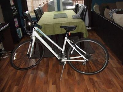 $200 OBO Women's Giant Hybrid road bike