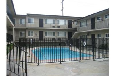 Bright Glendale, 1 bedroom, 1 bath for rent. Parking Available!