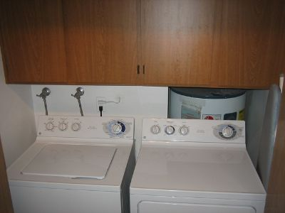 Washer/Dryer 2011 Whirlpool Like New