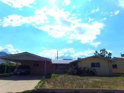 1104 Mc Kinley AV Alamogordo Three BR, SPREAD OUT in this home