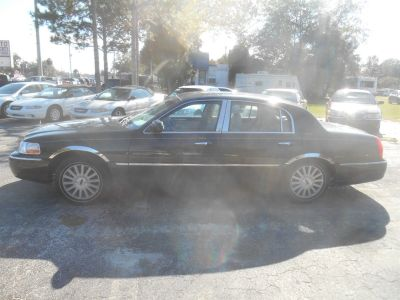 2003 Lincoln Town Car Executive (Green)