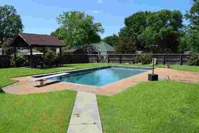 310 Burke Dr Ripley, Pool is open!!! New liner!