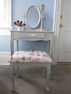 Vanity with mirror and stool. Like new.