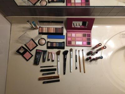 Lot of 30 make-up items. Most items have never been used. Selling cheap because I m not listing each items description.