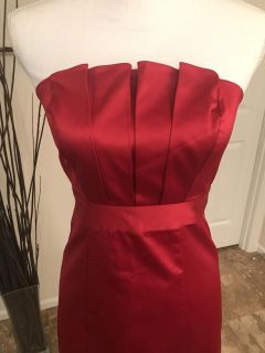 The limited sz 2 red strapless cocktail dress