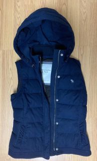 A & F hooded vest - M