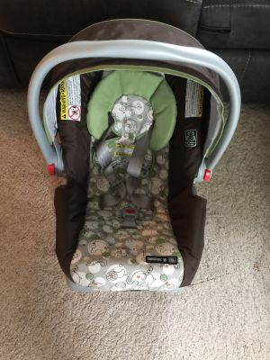 Graco Snugride 30 click connect infant car seat and base