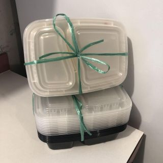Like new!! 20 food prep containers