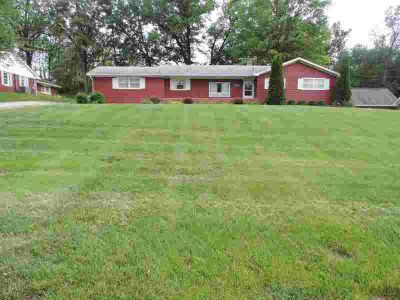 705 Orchard Road HUNTINGBURG, Space for every need describes