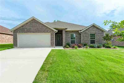 1440 Vine Street Weatherford, Almost New Three BR with