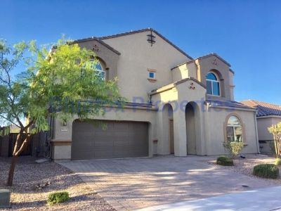 Amazing 4Bedroom house with a den in Marana