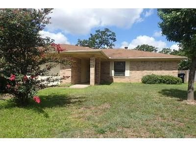 3 Bed 2 Bath Foreclosure Property in College Station, TX 77845 - Jennifer Dr