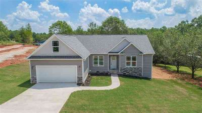 381 Butler Rd Lyman Three BR, Over 1900 heated sqft in this 3