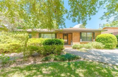 Fairhope Fruit & Nut District Home Within Walking Distance of Bay!