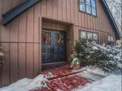 Like Nature? Wooded Retreat in the City on .96 acre!