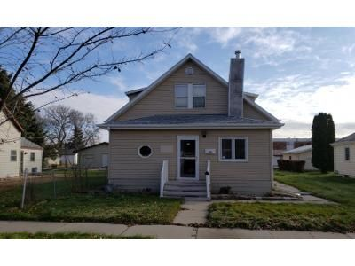 4 Bed 2 Bath Foreclosure Property in Aberdeen, SD 57401 - N Jay St