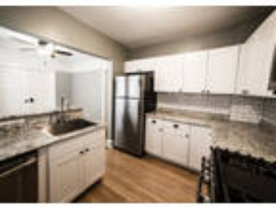 2938 N. Newhall St. Apartment. 4 - *$500 OFF 1ST MONTH'S RENT* Remodeled High-En