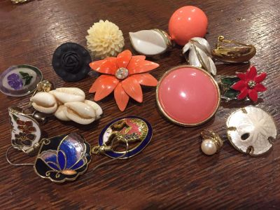Single vintage earrings (for parts or stones)